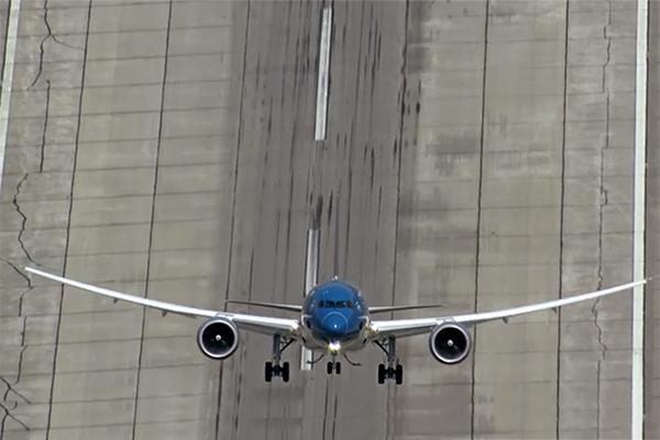 Boeing 787 Dreamliner Extreme Take-off