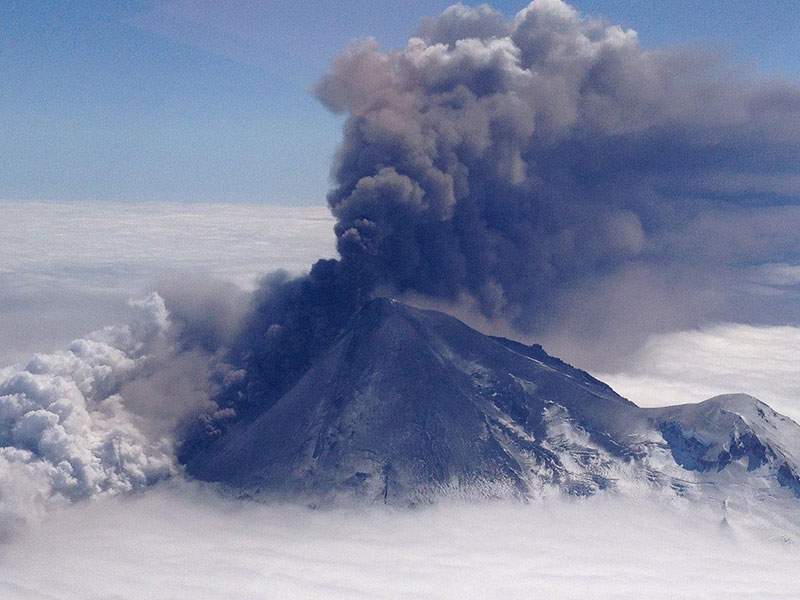 Alaska Pavlof volcano eruption on May 18, 2013